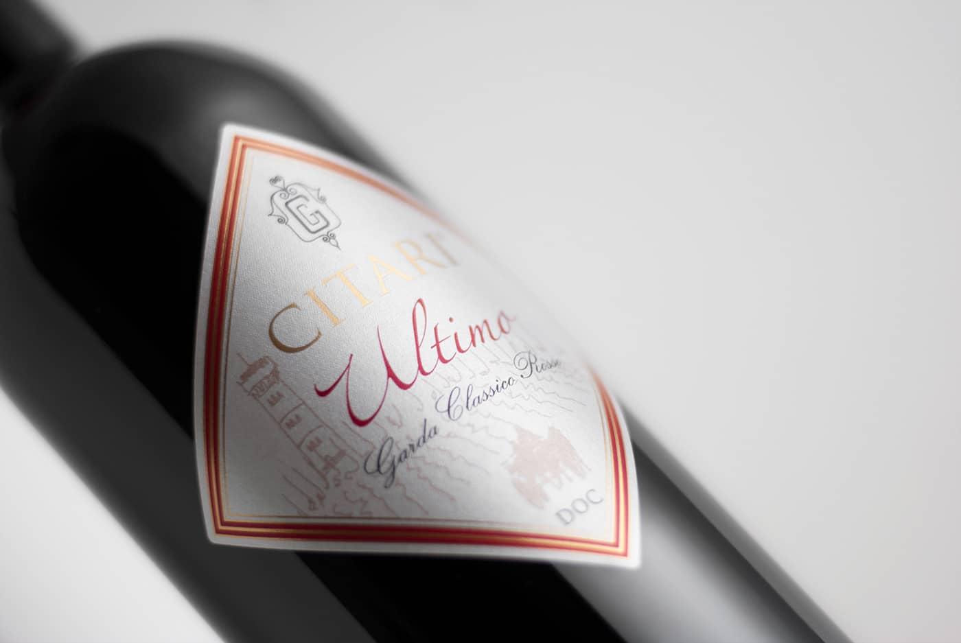 foto bottiglia di vino rosso