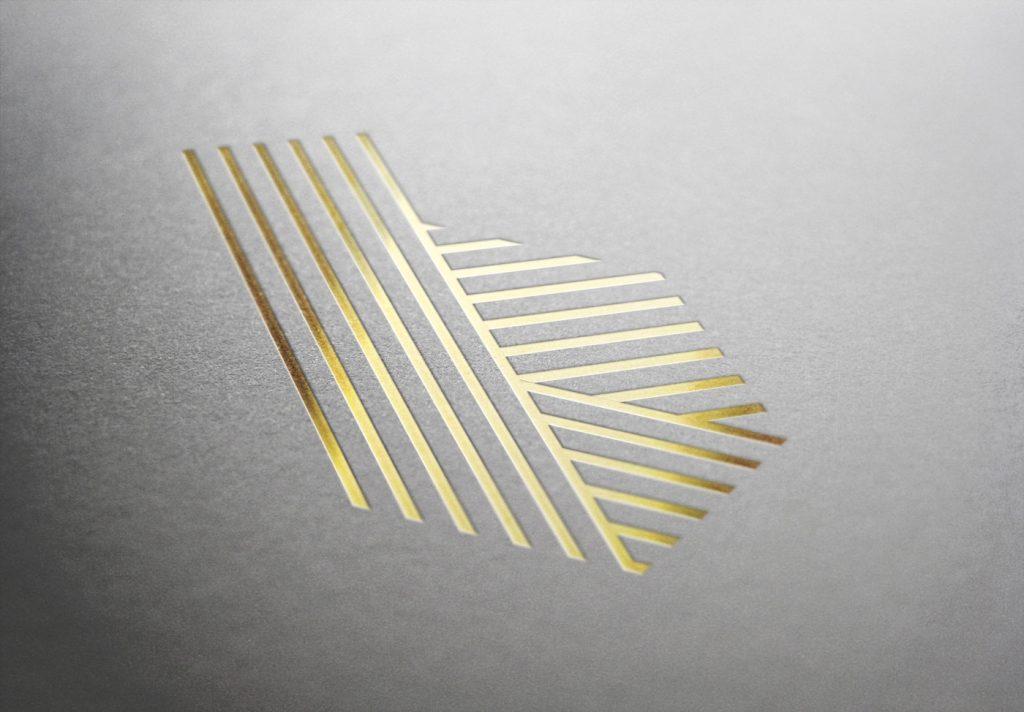 logo elegante con lamina oro